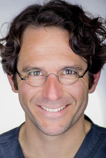Dr. Víctor Marco Cambra
